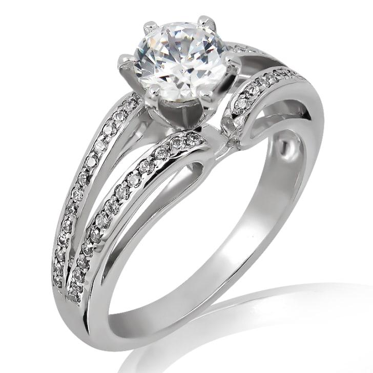 แหวนทอง 18K ประดับเพชร น้ำหนักรวม 0.60 กะรัต ค่าสี E ค่าความสะอาด VS2 เพชรมาพร้อมใบรับรองจาก GIA
