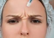 Die Zornfalte entsteht durch drei verschiedene Muskeln - © Dmytro Flisak - stock.adobe.com
