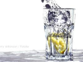 Wasser mineralien kerry wilkinson fotoliacwsn8y