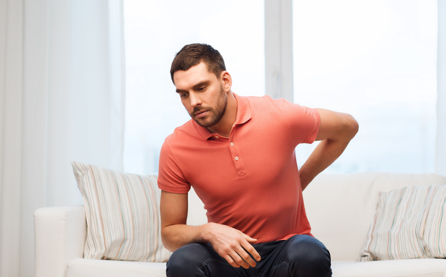 Ein schmerzhaftes Ziehen im unteren Rücken ist für viele täglicher Begleiter. - (c) Syda Productions Fotolia