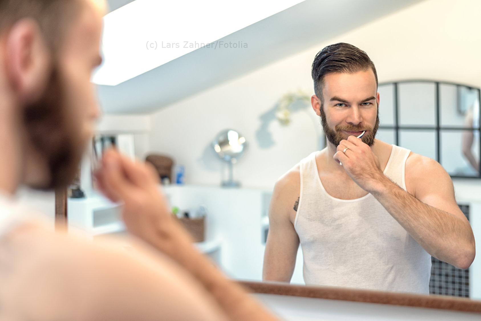 Männer haben trotz schlechterer Zahnhygiene oft die besseren Zähne. - Lars Zahner/Fotolia