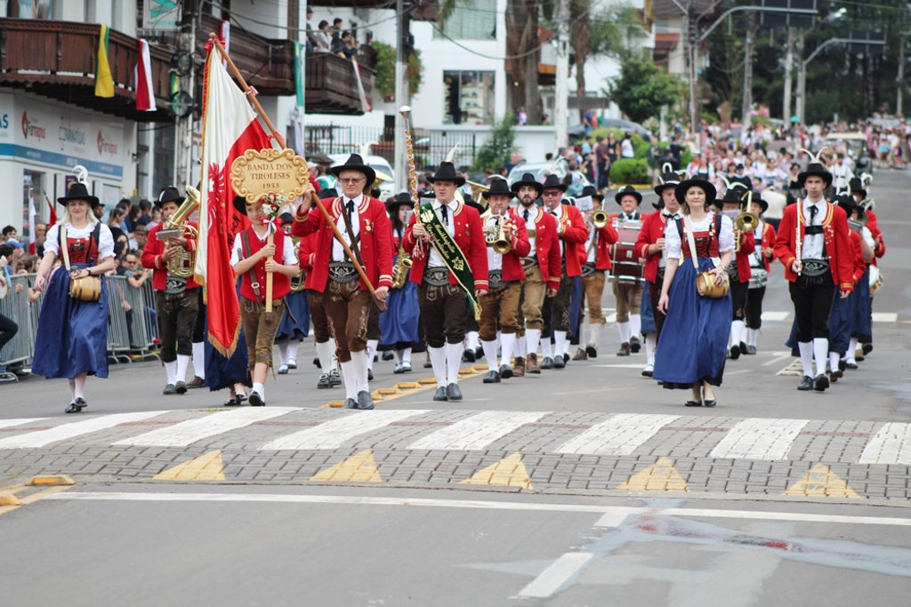 Desfile histórico pelas ruas da cidade