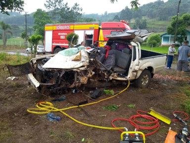 Veículo fica completamente destruído em acidente na SC-390 em Peritiba