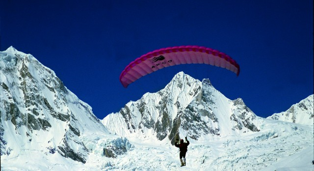 Enchanting Travels MD, Alex Metzler, paragliding in the Himalayas of India