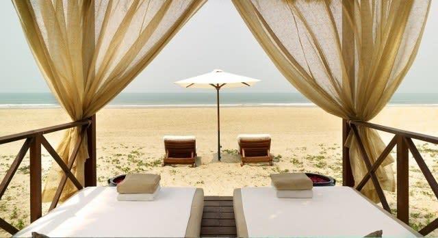 Blick auf den Strand in einem Goa Hotel