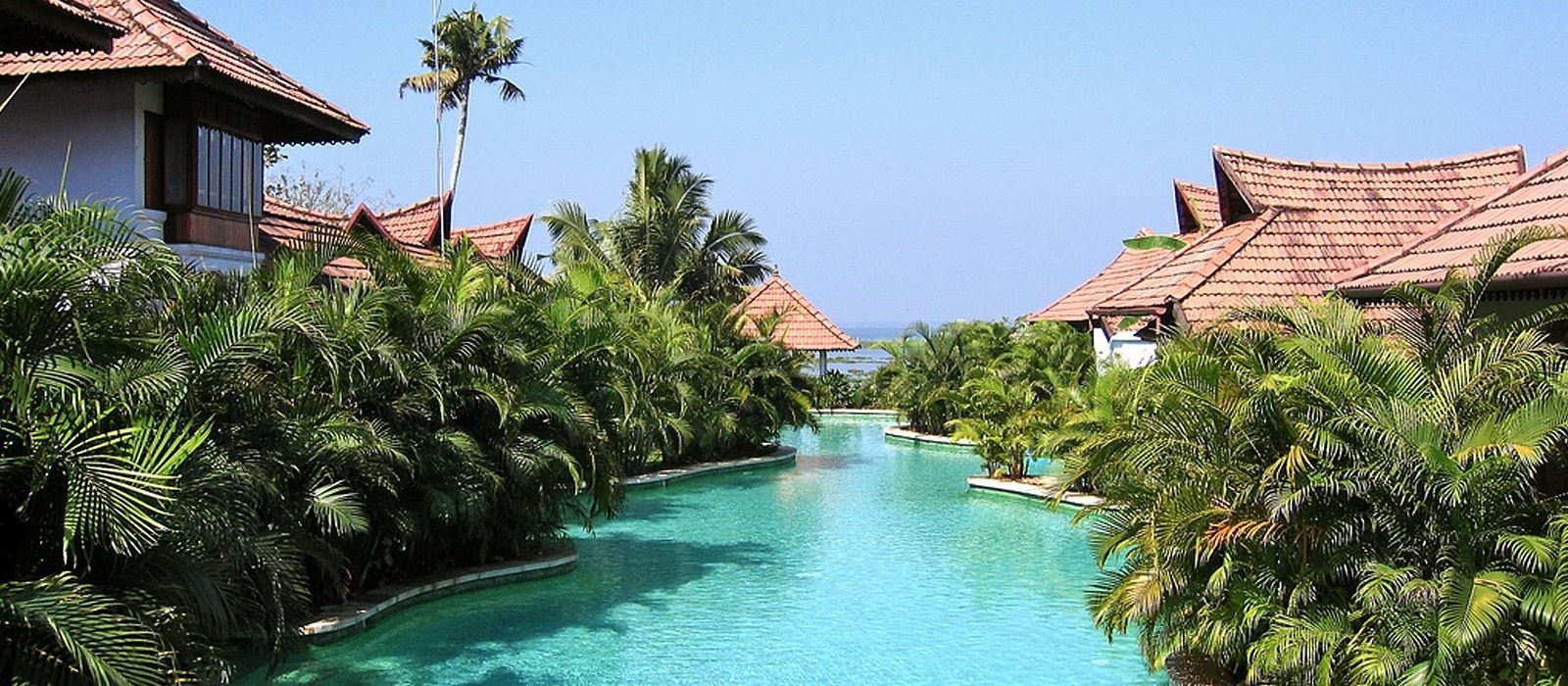 Hotel Kumarakom Lake Resort South India