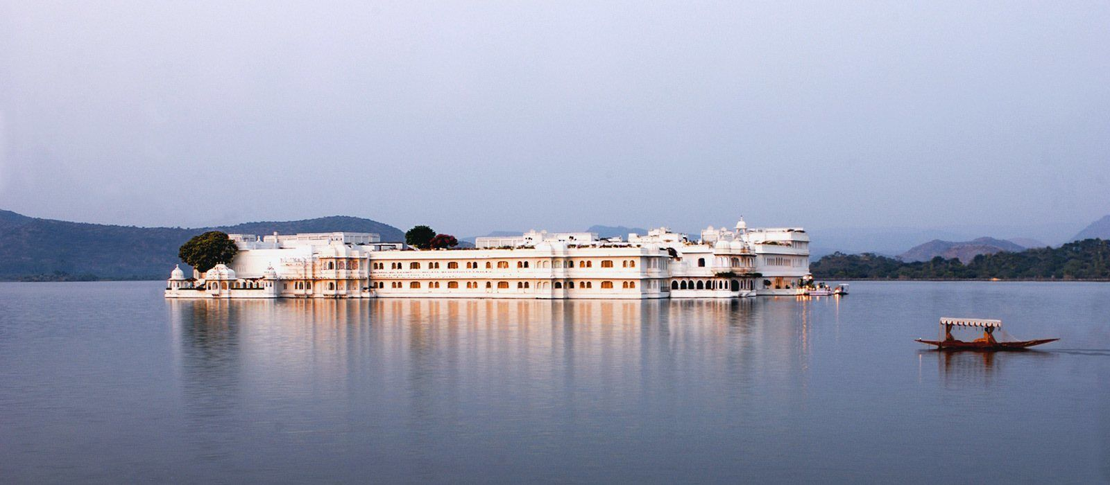 Hotel Taj Lake Palace North India