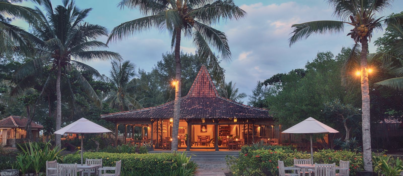Hotel Desa Dunia Beda Beach Resort Indonesia