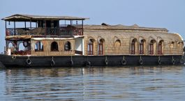 Destination Kumarakom Houseboat South India