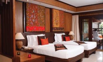 Deluxe Outdoor Jacuzzi® Room