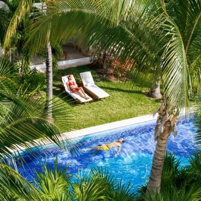 Swim-Up Suites