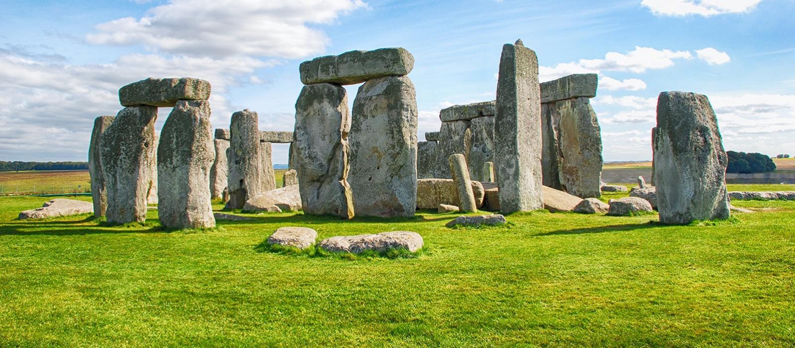 Stonehenge-with-Blue-Sky.jpg