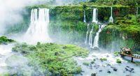 Die Iguazu Fälle markieren die Grenze von Brasilien und Argentinien