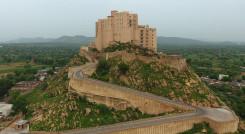 Enchanting Travels - Indien Reisen - Jaipur - Hotel Alila Fort Bishangarh - Außenansicht