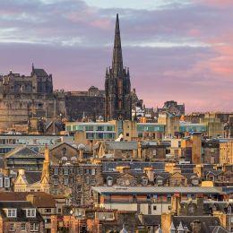 Enchanting Travels UK & Ireland Tours Old town Edinburgh and Edinburgh castle in Scotland UK