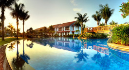 Swimming pool at Radisson Blu Resort Temple Bay in Mamallapuram, South India