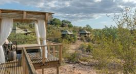 Balkonaussicht einer Gästelodge im Simbavati Hilltop Lodge Hotel, Zentraler Krüger, Südafrika