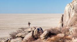 Die Kubu Insel der Kalahari Salzpfannen