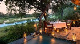Abendessen im Exeter River Lodge Hotel in Timbavati & Nördliche Sabi Sands, Südafrika