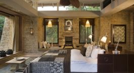 Room at Pashan Garh lodge in Panna, India