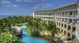 Pool im Heritance Negombo Hotel in Negombo in Sri Lanka