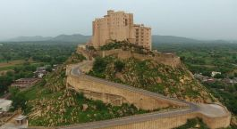 Enchanting Travels - India Tours - Jaipur - Hotel Alila Fort Bishangarh - Exterior