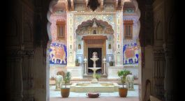 Inner courtyard at Le Prince Haveli Hotel in Churu, North India