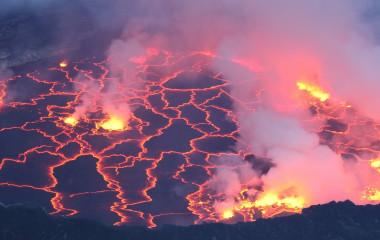 Ruande Sehenswürdigkeiten: Brodelnde Lava in Nyiragongo