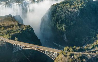 Hängebrücke über die Victoria Falls - nichts für schwache Nerven