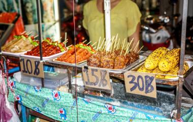 Street-Food-Stand an der Khao-San-Straße in Bangkok