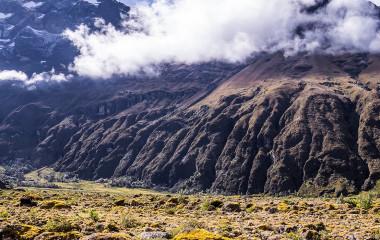 Nebel und Wolken am Vulkan El Altar in der Region Riobamba, Ecuador