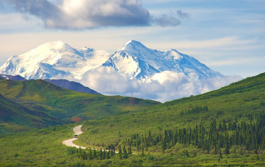 With its huge mountains and surrounded by a wonderful biodiversity lies the Denali National Park and Preserve