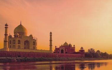 Das Taj Mahal während Sonnenuntergang in Indien