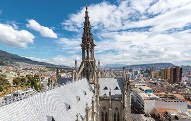 Die Basilika von Quito gehört zu den imposantesten Ecuador Sehenswürdigkeiten