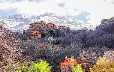 Außenansicht des Kasbah du Toubkal Hotel in Hoher Atlas, Marokko