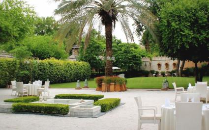 Gartencafé im Ajit Bhawan Palace in Jodhpur, Indien