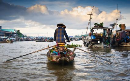 Händler auf schwimmendem Markt im Mekong-Delta, Vietnam