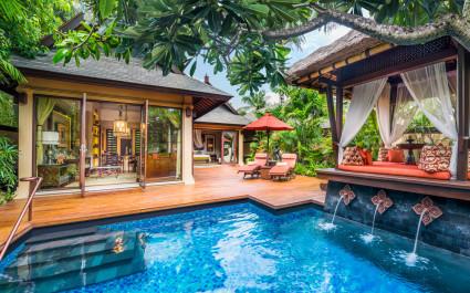 Pool im St. Regis Bali Resort Hotel in Nusa Dua, Indonesien