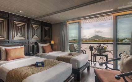 Schlafkabine mit eigenem Balkon auf der Jayavarman Cruise in Kambodscha und Vietnam