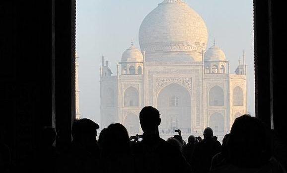 Der Taj Mahal ist die vielleicht ikonischste Sehenswürdigkeit in Indien