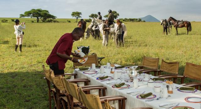 Frühstückstisch in der Ol Donyo Lodge im Busch in Kenia