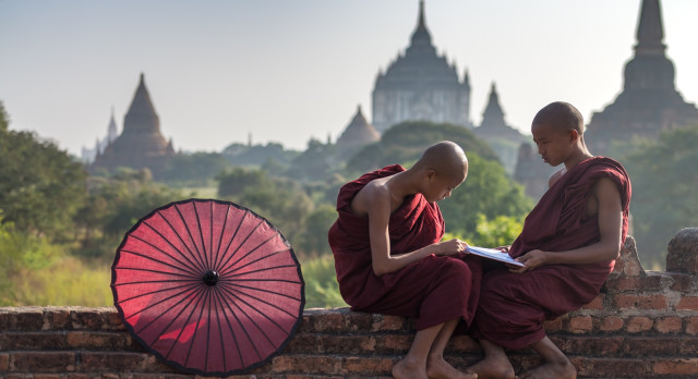 The Best Travel Books to Keep Your Wanderlust Alive