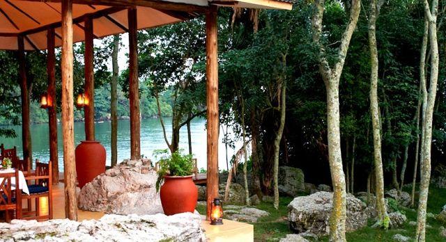 Rubondo-Island-Camp-dining-lake-victoria-001