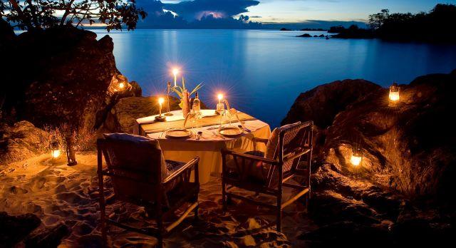 luxury African safari - dinner at Nkwichi