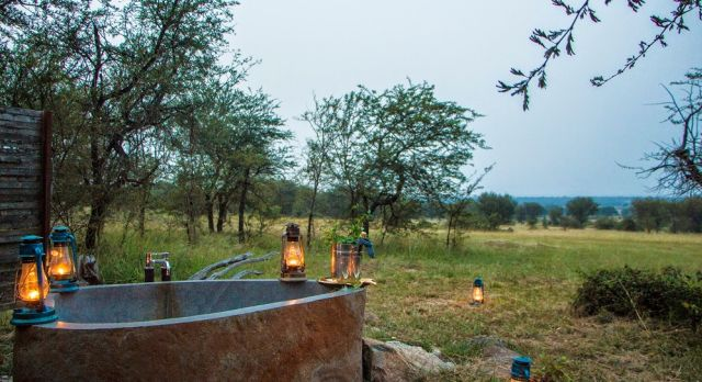 Enchanting Travels - Tanzania Tours - Serengeti (Northern) Hotel - Sayari Camp - Honeymoon suit bathtub
