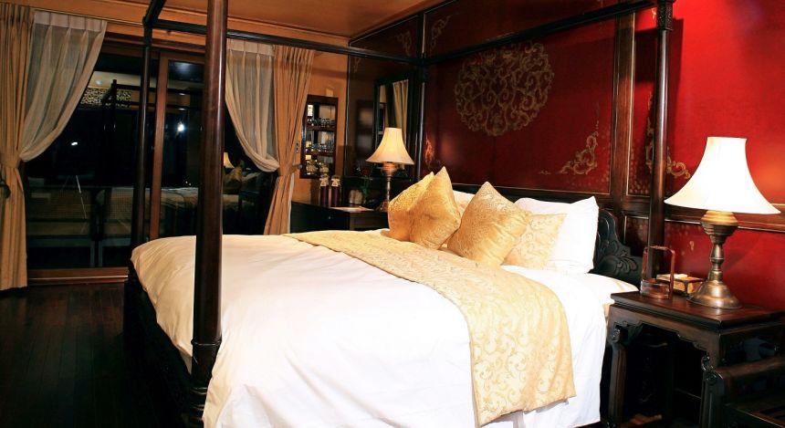 Elegantes Schlafzimmermit Himmelbett