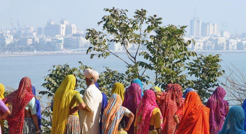 Treffen Sie Bewohner in traditionellem Gewand auf Ihrer Indien Rundreise