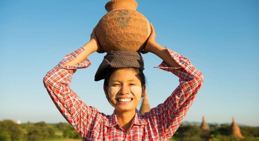 Frau in Myanmar