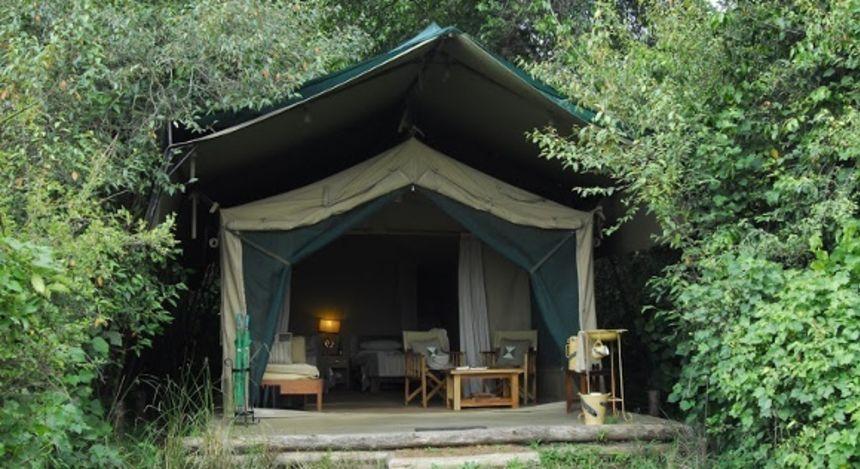 Außenansicht eines Gästezelt im Rekero Tented Camp Hotel in Masai Mara, Kenya