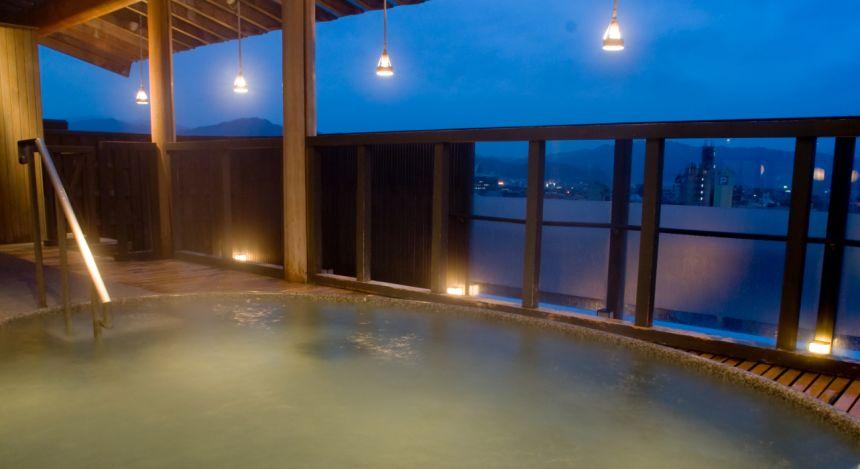 Enchanting Travels - Tokyo Tours - Takayama Hotels - Honjin Hiranoya Bekkan Interior (Open Air Bath) 1600
